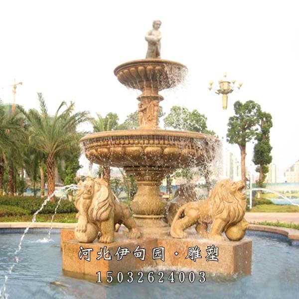 5.欧式喷泉作用:石雕喷泉不仅美化了环境,石雕喷泉不仅美化了环境,而且让人们看了赏心悦目,石雕喷泉既能体现石雕的坚硬,又能展现出水的柔美,他们光洁细腻、亮丽迷人;除具有极高的观赏和审美价值外,还可在水流往复喷射的过程中,将空气中的尘埃粉粒吸附于水中沉淀,从而将空气净化,水分挥发又能对空气进行有效加湿,改善和润泽气侯;石雕喷泉的细小水珠同空气分子撞击,能产生大量的负氧离子,随着负氧离子的伴生它能可有效消除异味,使空气纯化,气息清新,愉悦身心,陶冶情操,安神定气,提高生命质量。